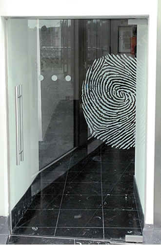 Etched effect vinyl in logo form & visibility dots